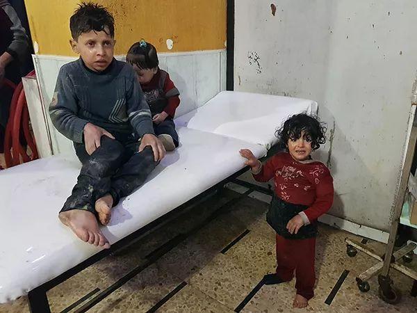 叙利亚盲童废墟里唱歌刷屏,这些照片让人泪目