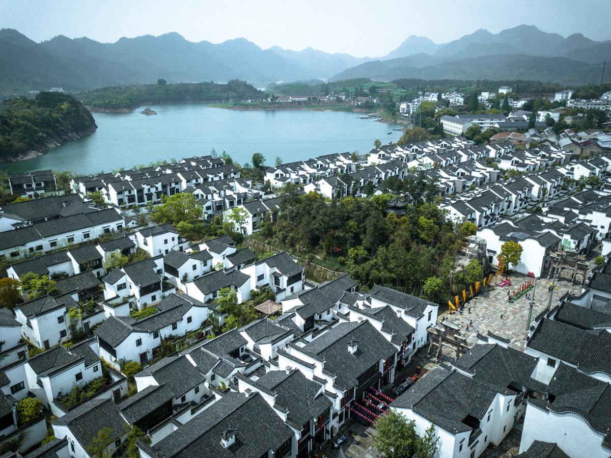 1块钱的农夫山泉,水源竟有1078座岛和一座湖底千年古城