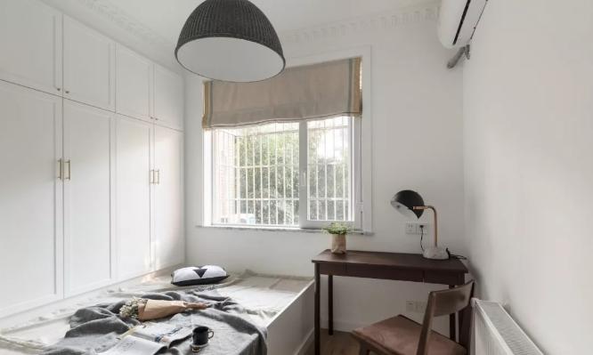 书房采用榻榻米加衣柜的形式,让收纳与舒适度共存