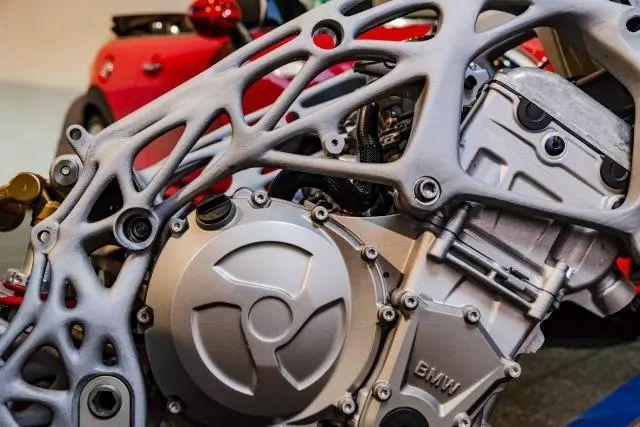 3D打印正热,BMW展出打印S1000RR车架
