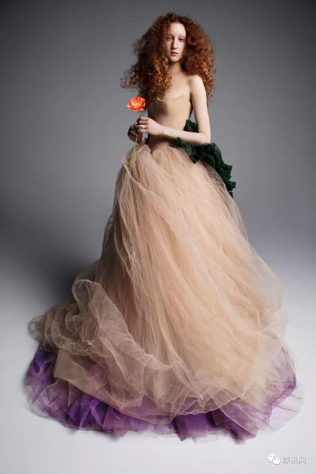 形容穿婚纱的女人_女人终其一生只想穿一次她设计的婚纱Vera Wang S/S 2019