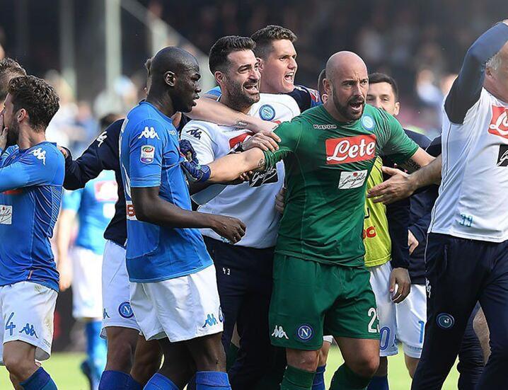 意甲-那不勒斯4-2乌迪内斯紧追尤文 罗马2-1胜