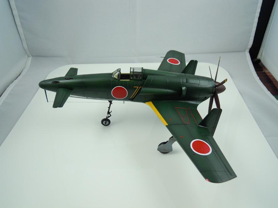诸如喷气式战斗机·导弹之类的.