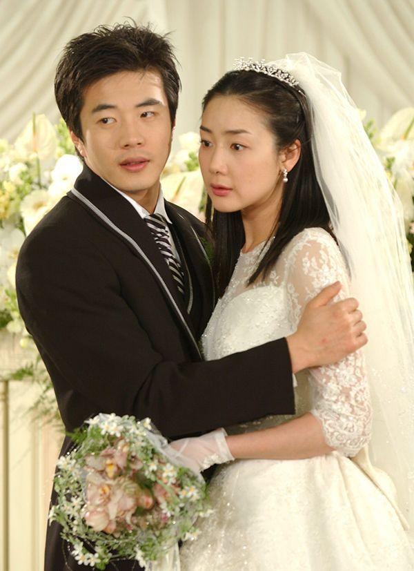 演了20年偶像剧的崔智友,怎么选了个IT男嫁了图片