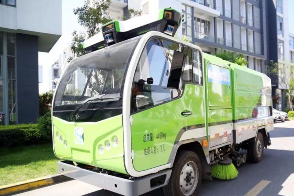 全球首个无人驾驶清洁车队亮相上海松江 环卫工人要失业?