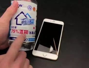 手机撸?_【妙招】牙签插进手机充电口里,解决了家家户户的困扰