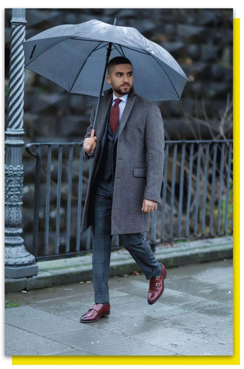 发型被毁,伞被吹飞,湿到崩溃:雨天穿啥才能捍卫男人尊严?丨基本款
