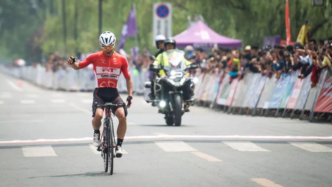 黄京单飞夺冠新沂环骆马湖自行车赛