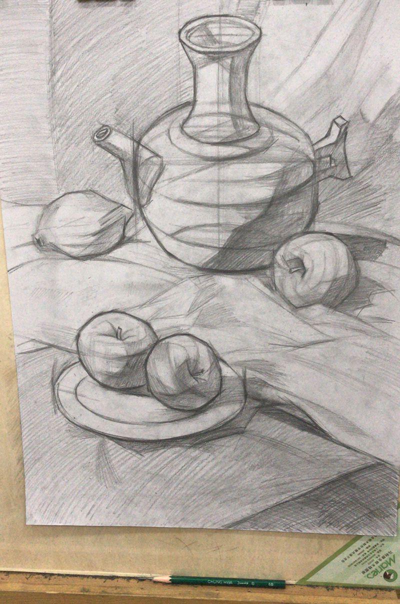 杭州晨希学生画的一张组合静物的素描画