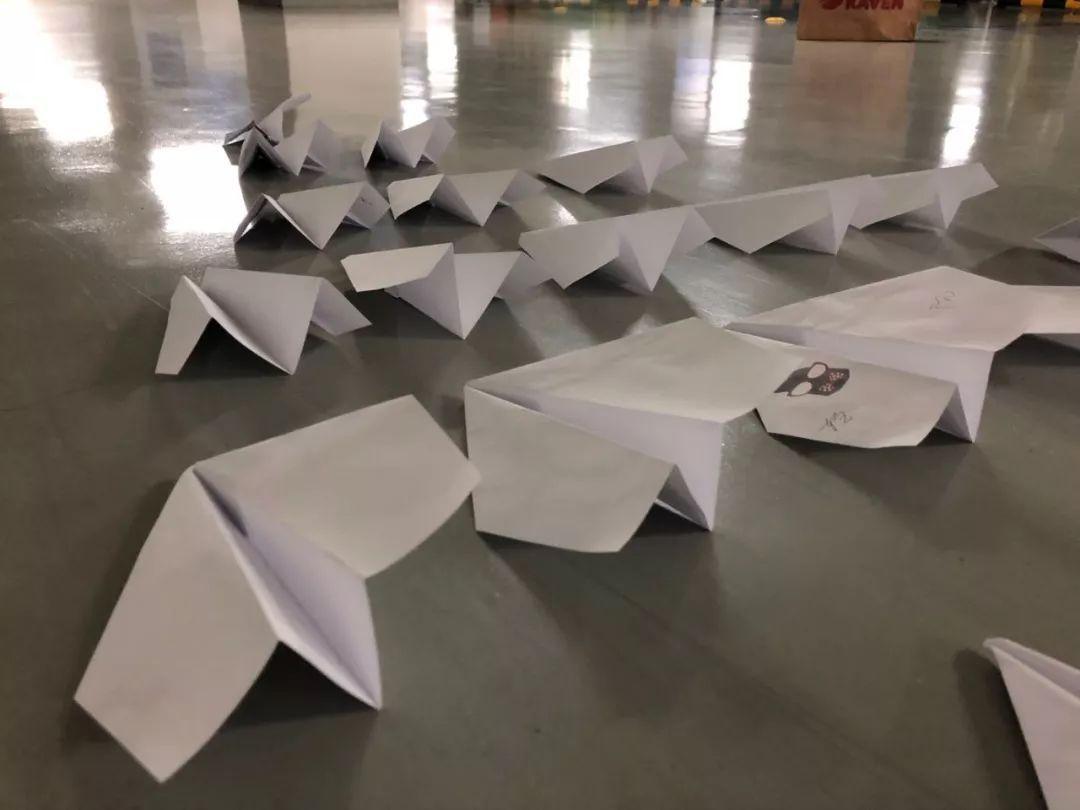 如何折一架能飞69米的纸飞机图片
