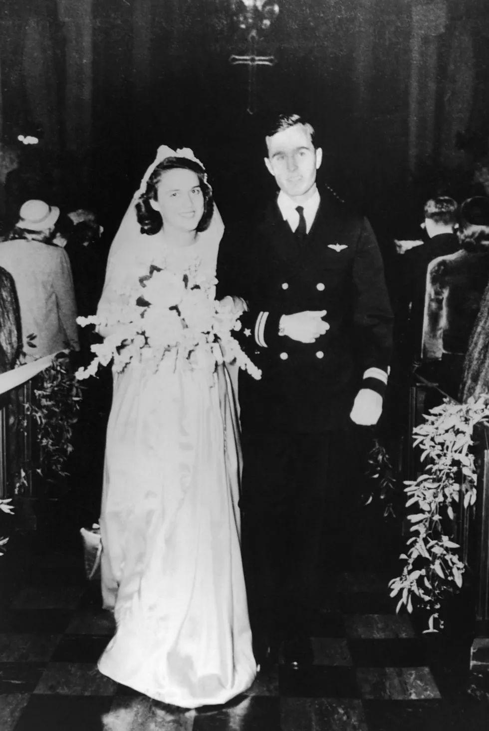 92岁芭芭拉●布什去世,嫁给总统生了总统,她才是真正的人生赢家(附视频&演讲稿)