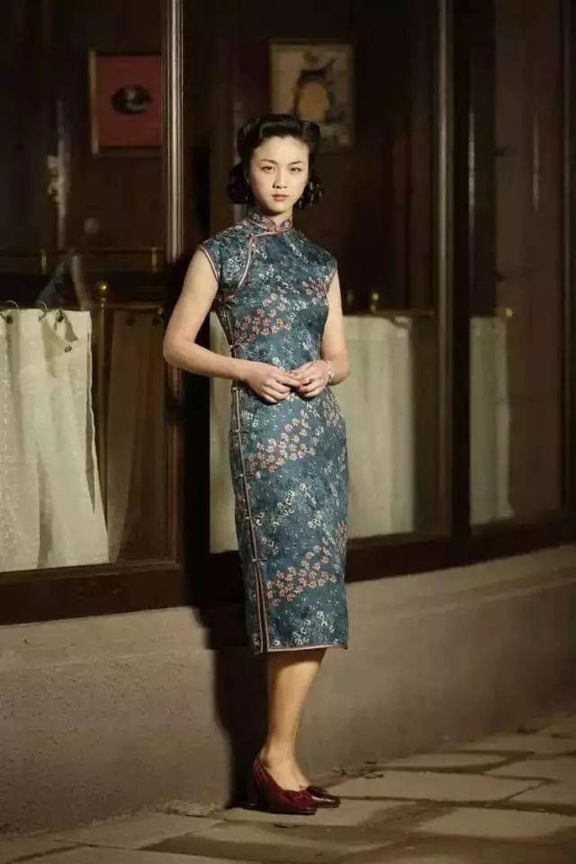 70岁的他曾给章子怡,汤唯,宋慧乔做旗袍,用针线缝住时光之美:这才是中图片