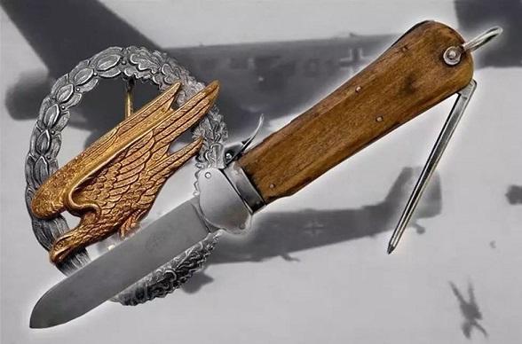 伞兵钩刺囹�a_该军刀安全性能极高,只要刀刃碰触伞兵衣服,即可自动把刀刃收缩回去.
