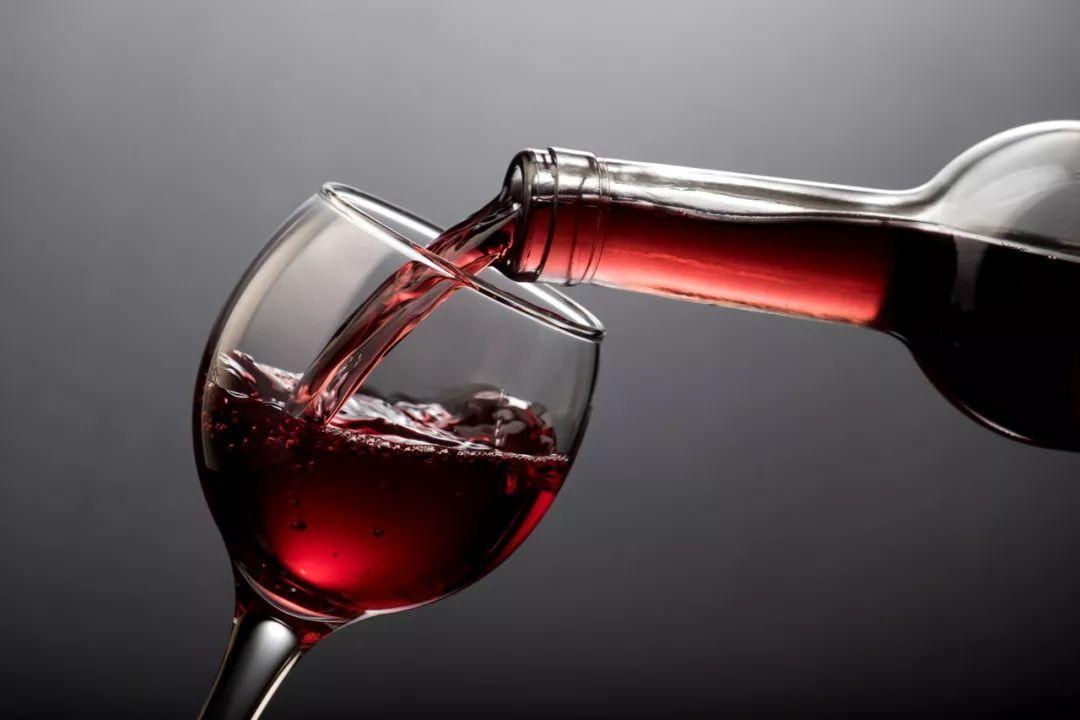 进口酒挤压、品牌老化,张裕葡萄酒产销量下滑