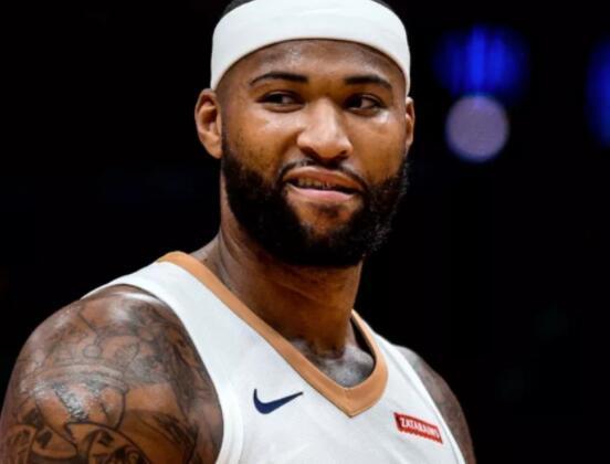 24日NBA:考辛斯脱掉保护靴行走 塔克谈膝盖伤情