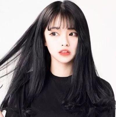 适合20岁女生的发型图片