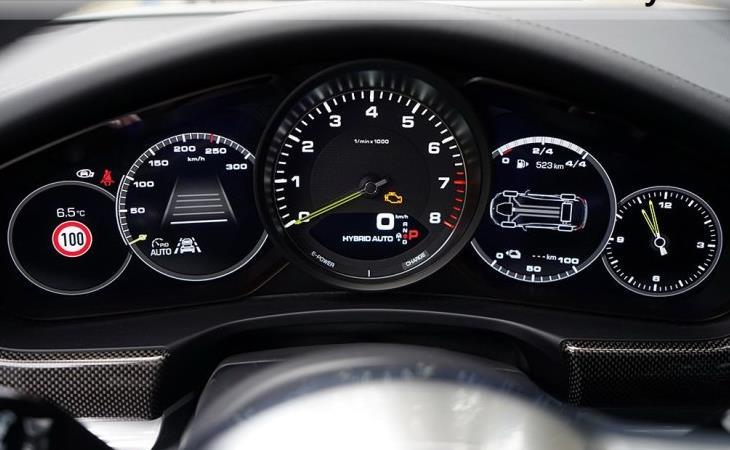 29T双涡轮增压发动机+电动机保时捷百万级混动超跑独挡一面
