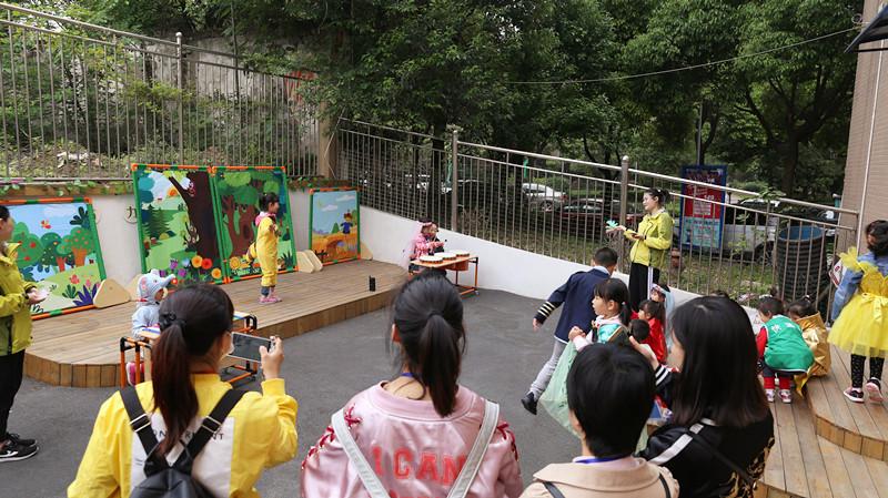 如何开展高质量的户外游戏?看这家幼儿园就够
