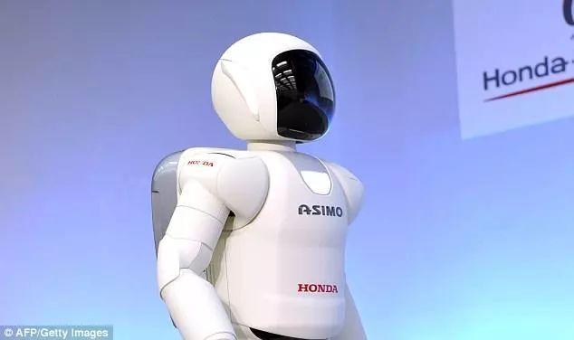 其他研究曾预测,大量工人将被机器人取而代之——其中制造,金融,会计