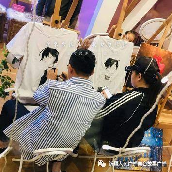 这里有diy油画水彩,手绘t恤,diy帆布包,帆布鞋,马克杯,瓷盘,扇子,木