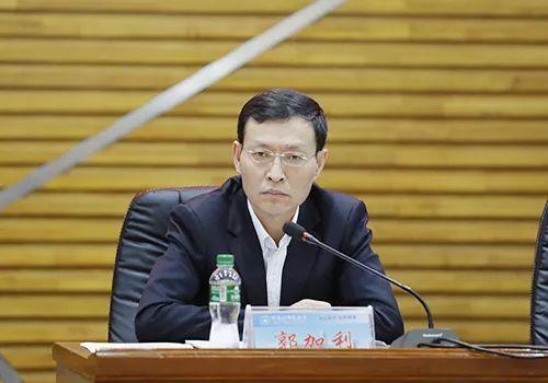 治常委照片_党委常委,纪委书记郭加利传达上级会议精神