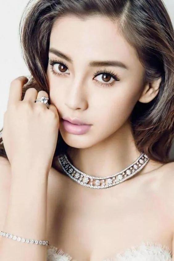 欧美妆容_对眼窝的打理和眉型的夸张刻画是欧美妆容的重中之重