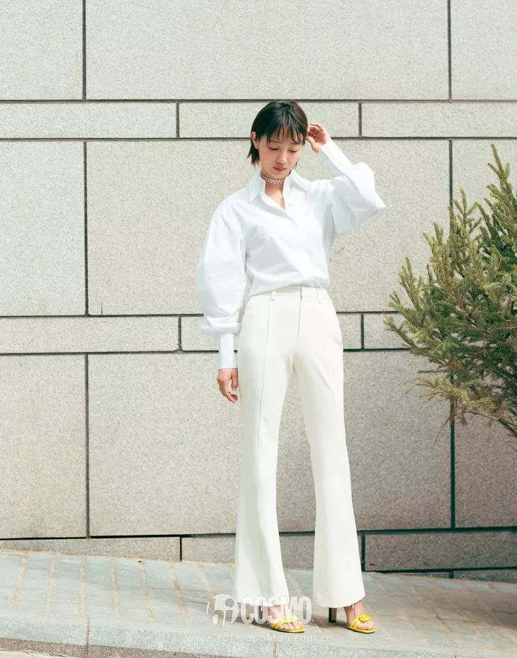 白白色潮吹影院_时尚 正文  白t 白色牛仔裤的搭配方法是不少博主的挚爱,特别是去海滩