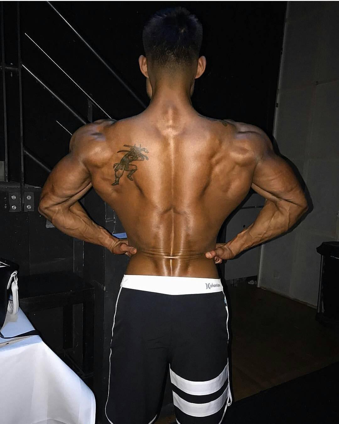 背部锻炼动作_2个训练动作,强化下背部肌肉,让自己的腰杆变得更硬
