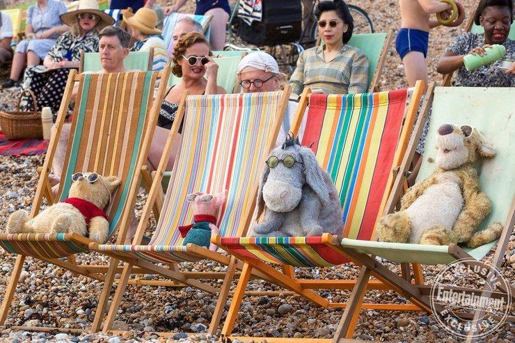 《克里斯托弗-罗宾》曝新照 维尼熊与小伙伴晒太阳