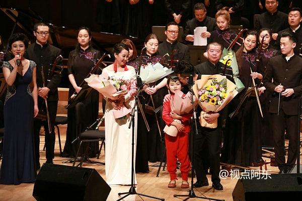 榆林歌王周淋举办毕业音乐会  携小女儿献唱《九儿》惊艳全场 - 视点阿东 - 视点阿东