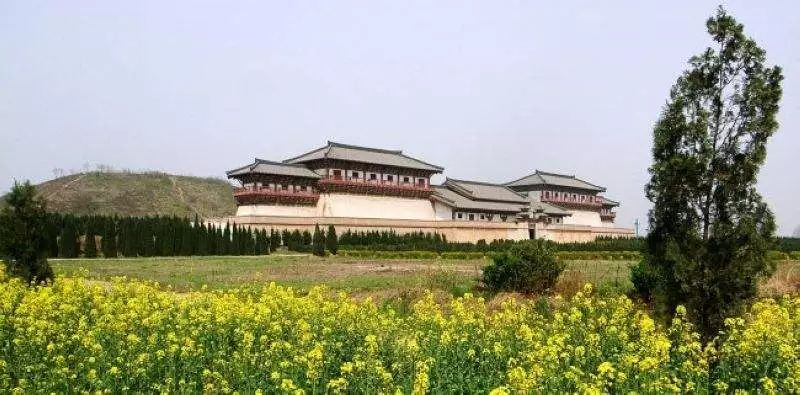 现代汉�z(�X[_汉景帝与王皇后同茔异穴合葬的阳陵陵园而建,是一座巧妙融合现代科技