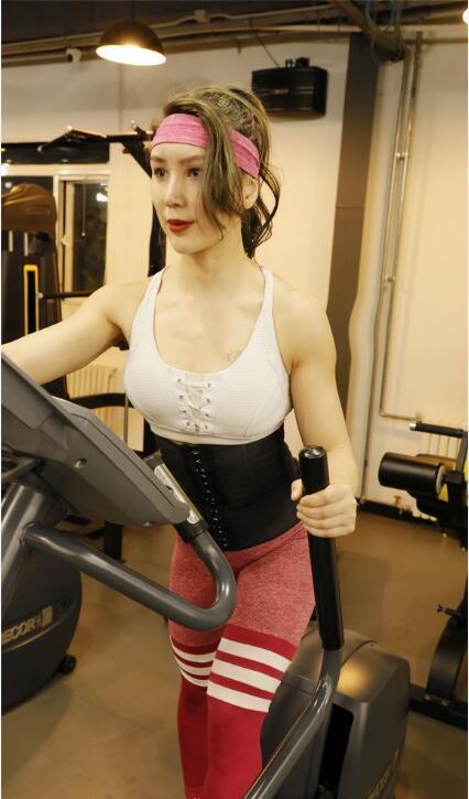 欧美小姐人体艺术照_体大校花亚洲健身小姐晒健身写真 身材火辣面容清新靓丽!
