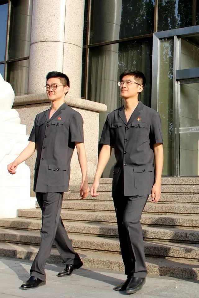 今年夏天,我们换装新版法官制服了!图片
