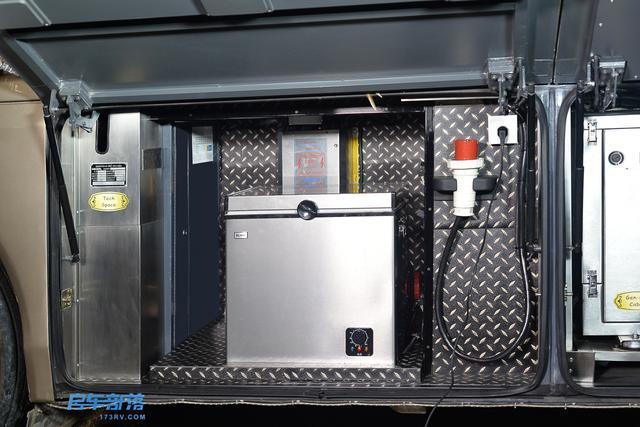 手自一体档变速箱,scania气动液压离合器,scania 前后桥,zf助力方向机图片