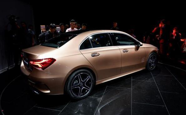 新一代A级三厢版发布奥迪A3与宝马1系斗得过最便宜奔驰车吗?