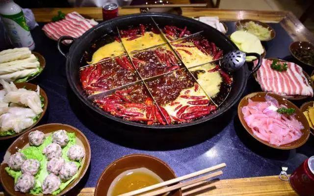 重庆的火锅是一定要去吃的