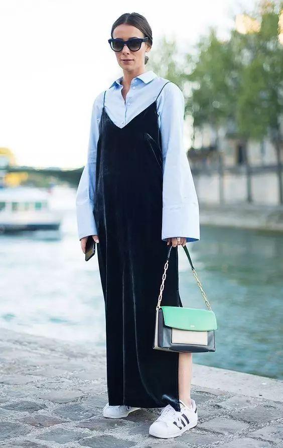 裙子 运动鞋 丑 明明是时髦精标准搭配图片