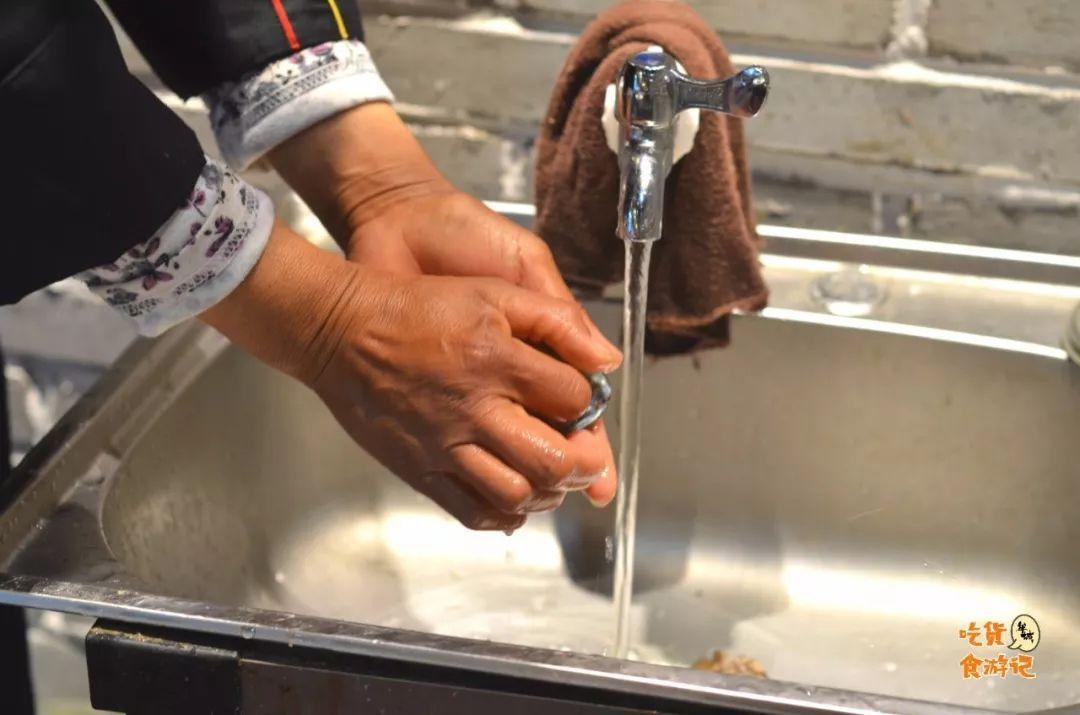 撸师傅狠狠�i+�_梦想呢 海之味=10 海鲜吃个遍 新鲜的海鲜被师傅挨个都处理的特别干净