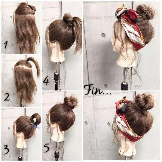 苹果头的头发先绕圈固定,接着下面的马尾也同样固定,最后发带的位置