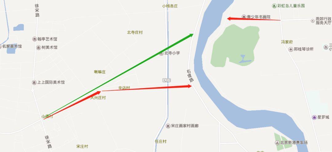 而地图放大来看,潞苑北大街的走向(红色箭头)与神威北路并不是正好图片