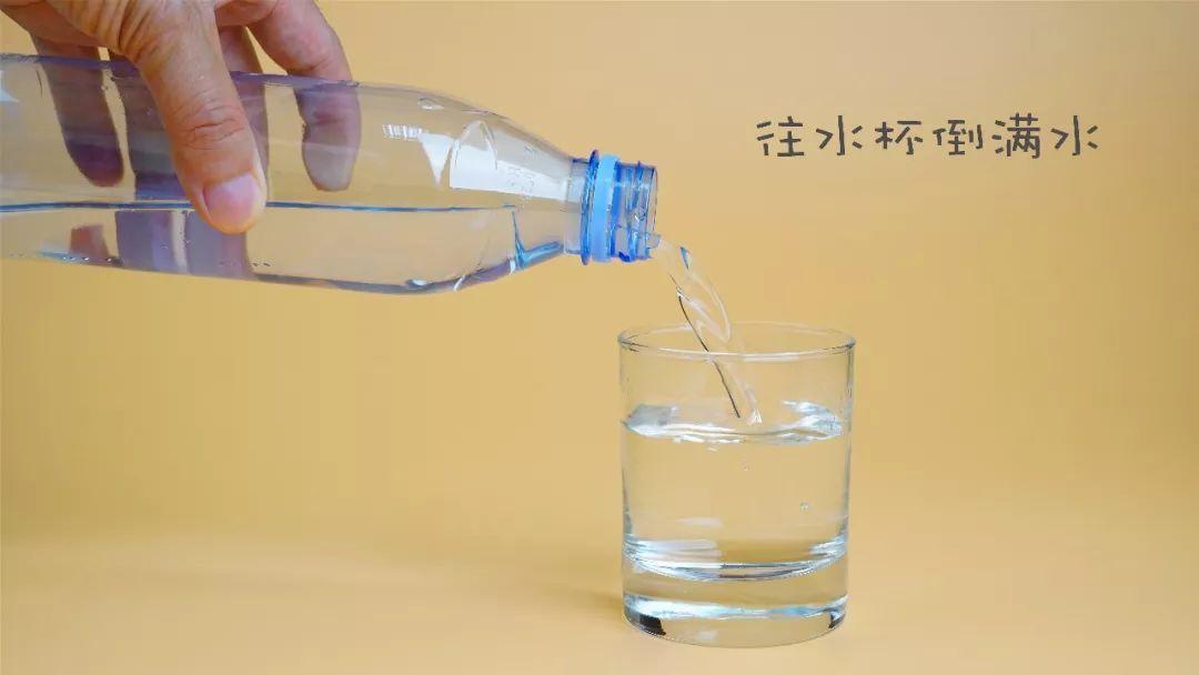 别人吧你杯子倒满水是什么意思啊