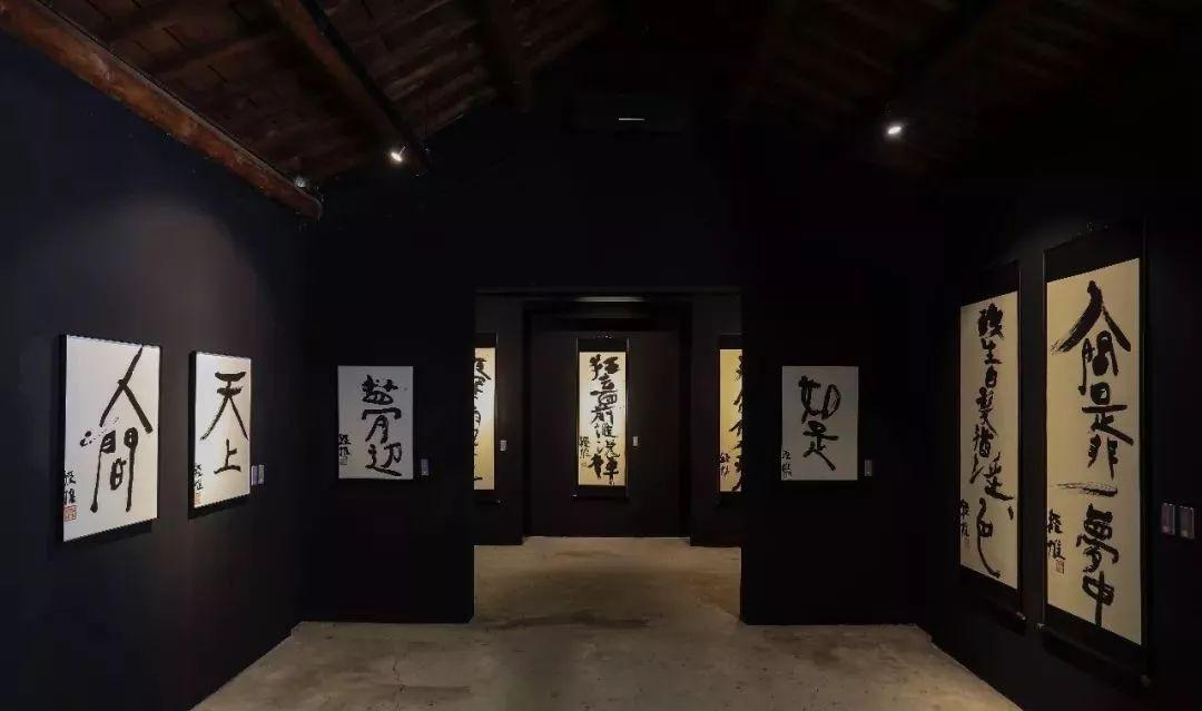 在2017年梦边文化开幕展览中,冯唐的书法作品首次公开亮相,他谈及以