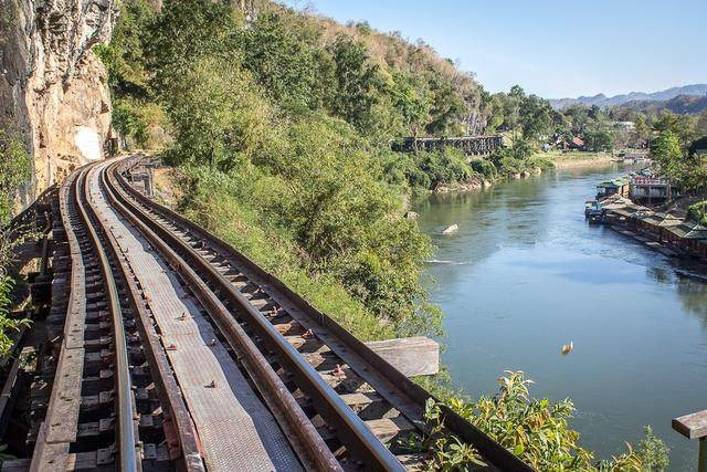 世界最恐怖铁路,用10万人的白骨筑成,每公里铁轨下面有250条冤魂!
