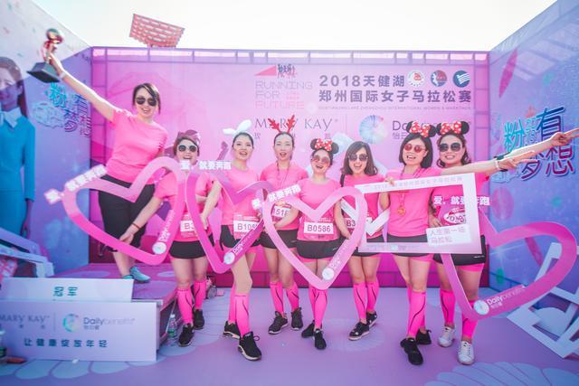 """史上最大最美""""粉跑团""""惊艳亮相_2018郑州国际女子马拉松"""