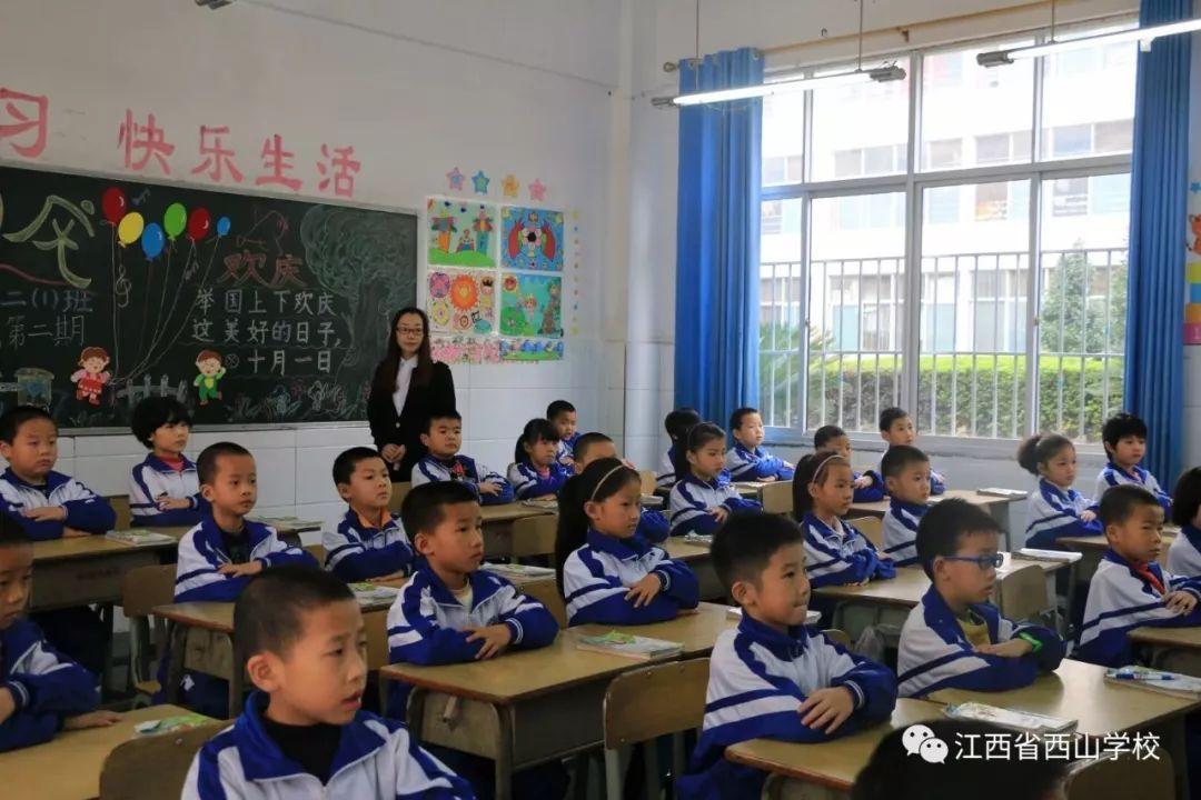 养成早读的好习惯,上课认真听讲,积极举手发言.