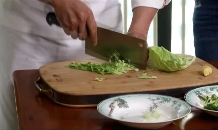 大厨进家|牛肉粉丝炒合菜咸蛋黄花菜金枪鱼怎样去腥图片