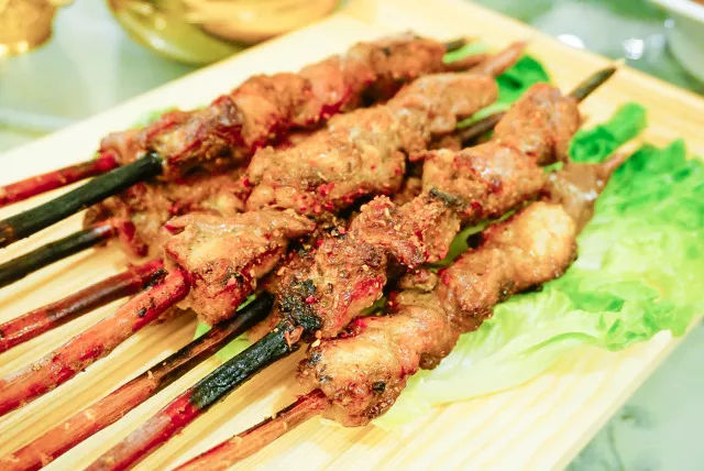 在新疆吃到正宗的广州菜?西班牙便宜住宿攻略图片
