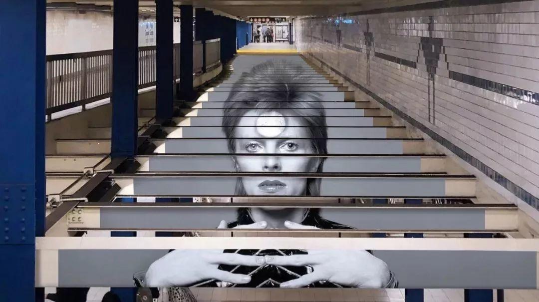 為致敬大衛·鮑伊,紐約地鐵這場獨特的視覺展覽誕生了!