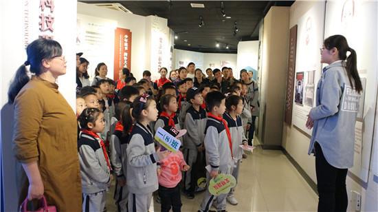 淮师第一附属小学2017级8班开展红色主题教育活动