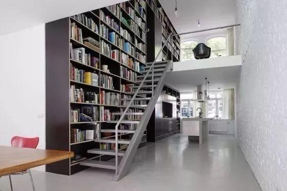 别再想着装一个书房了,太落后 现在流行的是家庭图书馆
